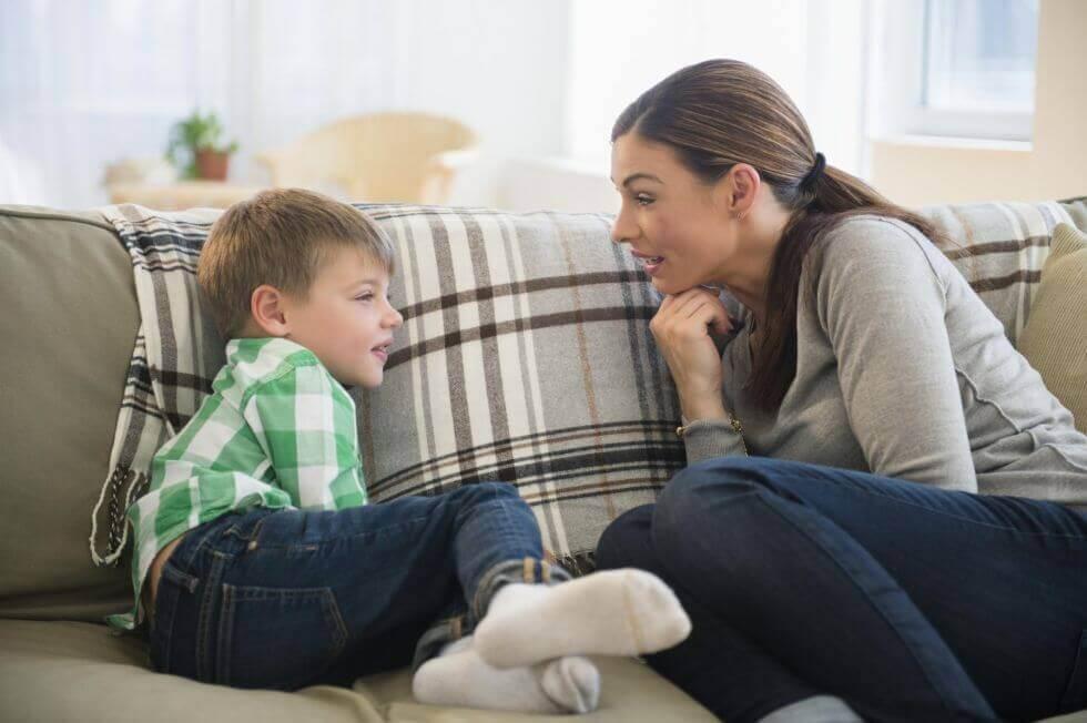 madre-hablando-con-su-hijo.jpg